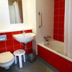 Отель Travelodge Barcelona Poblenou ванная фото 2