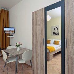 Апартаменты Smeralova Apartments комната для гостей