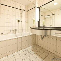 Отель Leonardo Royal Hotel Düsseldorf Königsallee Германия, Дюссельдорф - 3 отзыва об отеле, цены и фото номеров - забронировать отель Leonardo Royal Hotel Düsseldorf Königsallee онлайн ванная фото 2