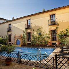 Alcazar De La Reina Hotel бассейн