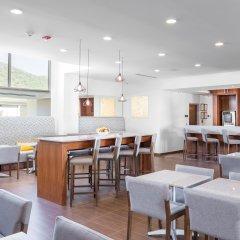 Отель Hampton Inn & Suites by Hilton Los Cabos гостиничный бар