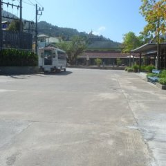 Отель Naina Resort & Spa парковка