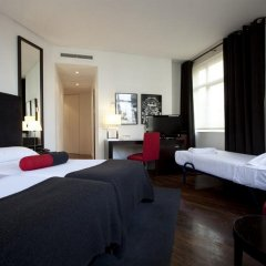 Hotel Quatro Puerta Del Sol сейф в номере