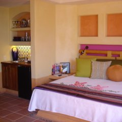 Отель Embarc Zihuatanejo комната для гостей