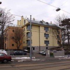 Отель CheckVienna - Apartmenthaus Hietzing Австрия, Вена - 1 отзыв об отеле, цены и фото номеров - забронировать отель CheckVienna - Apartmenthaus Hietzing онлайн парковка
