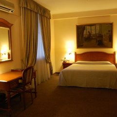 Academy Dnepropetrovsk Hotel сейф в номере
