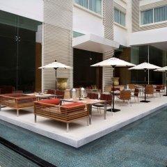 Отель Courtyard By Marriott Бангкок бассейн фото 3