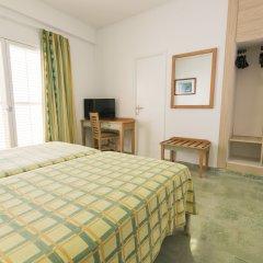 Отель azuLine Hotel S'Anfora & Fleming Испания, Сан-Антони-де-Портмань - отзывы, цены и фото номеров - забронировать отель azuLine Hotel S'Anfora & Fleming онлайн сейф в номере
