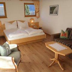 Hotel FleurAlp Чермес комната для гостей