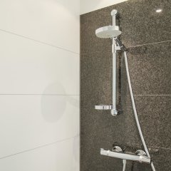 Отель Motel One Barcelona-Ciutadella ванная фото 2