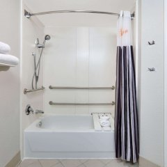 Отель La Quinta Inn & Suites Dallas North Central ванная фото 2