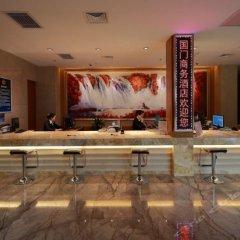 Отель Beijing GuoMen Business Hotel Китай, Пекин - отзывы, цены и фото номеров - забронировать отель Beijing GuoMen Business Hotel онлайн гостиничный бар