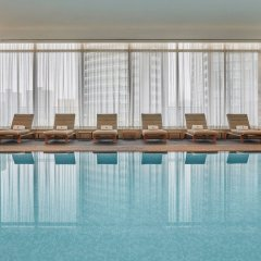 Отель Four Seasons Hotel Toronto Канада, Торонто - отзывы, цены и фото номеров - забронировать отель Four Seasons Hotel Toronto онлайн бассейн фото 2