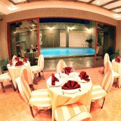 Отель Al Liwan Suites питание