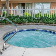 Отель Quality Inn Huntingburg бассейн фото 2