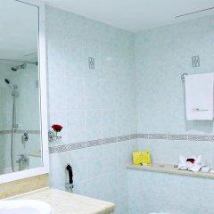 Отель Holiday International Sharjah ОАЭ, Шарджа - 5 отзывов об отеле, цены и фото номеров - забронировать отель Holiday International Sharjah онлайн ванная