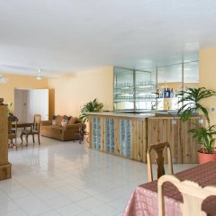 Отель Diamond Villas and Suites Ямайка, Монтего-Бей - отзывы, цены и фото номеров - забронировать отель Diamond Villas and Suites онлайн интерьер отеля