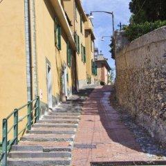 Отель Laxmi Guesthouse B&B Италия, Генуя - отзывы, цены и фото номеров - забронировать отель Laxmi Guesthouse B&B онлайн приотельная территория фото 2