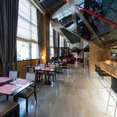 Hotel Vía Castellana гостиничный бар