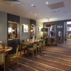 Отель Premier Inn London Stansted Airport гостиничный бар