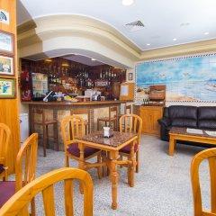 Отель Hostal Los Corchos гостиничный бар фото 2