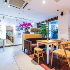 Отель Shanghai Nanjing Road Youth Hostel Китай, Шанхай - отзывы, цены и фото номеров - забронировать отель Shanghai Nanjing Road Youth Hostel онлайн гостиничный бар