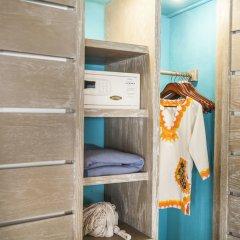 Отель Mahekal Beach Resort сейф в номере