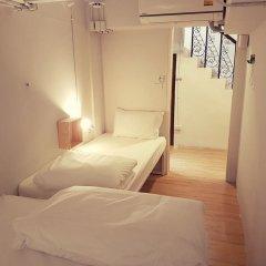 Liveitup Chitlom Hostel Бангкок сейф в номере
