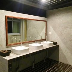 The Corner Transit Hostel ванная фото 2