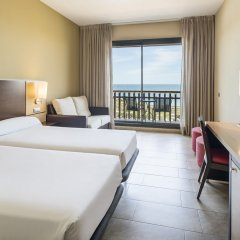 Отель ILUNION Calas De Conil Испания, Кониль-де-ла-Фронтера - отзывы, цены и фото номеров - забронировать отель ILUNION Calas De Conil онлайн комната для гостей фото 2