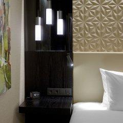 Отель Hilton Tallinn Park Таллин сейф в номере