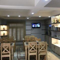 Отель OYO 167 Adventure Home Непал, Катманду - отзывы, цены и фото номеров - забронировать отель OYO 167 Adventure Home онлайн гостиничный бар