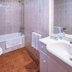 Отель Aparthotel CYE Holiday Centre Испания, Салоу - 4 отзыва об отеле, цены и фото номеров - забронировать отель Aparthotel CYE Holiday Centre онлайн ванная