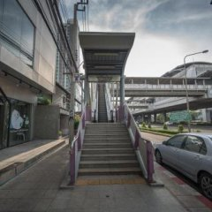 Yor Yak Hostel Бангкок парковка