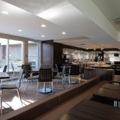 Отель Best Western Plus Victoria Park Suites Канада, Оттава - отзывы, цены и фото номеров - забронировать отель Best Western Plus Victoria Park Suites онлайн гостиничный бар