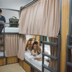 Peace Factory Hostel Бангкок с домашними животными