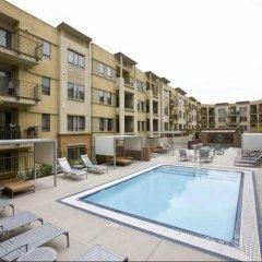 Отель The 5600 Wilshire Boulevard США, Лос-Анджелес - отзывы, цены и фото номеров - забронировать отель The 5600 Wilshire Boulevard онлайн бассейн