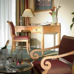 Гостиница Марриотт Москва Гранд 5* Номер Делюкс с двуспальной кроватью фото 10