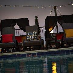 The Embassy Row Hotel бассейн