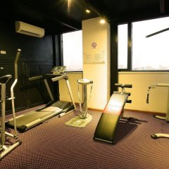 Skylark Hotel фитнесс-зал