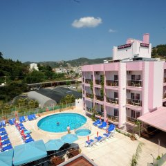 Rosy Hotel бассейн