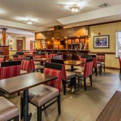 Отель Comfort Suites Galveston США, Галвестон - отзывы, цены и фото номеров - забронировать отель Comfort Suites Galveston онлайн гостиничный бар