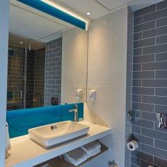 Отель Holiday Inn Express Amsterdam - City Hall Нидерланды, Амстердам - 2 отзыва об отеле, цены и фото номеров - забронировать отель Holiday Inn Express Amsterdam - City Hall онлайн ванная фото 2