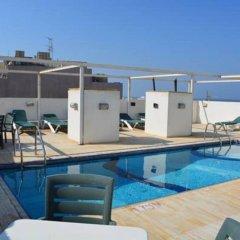 Отель Sandras Inn бассейн