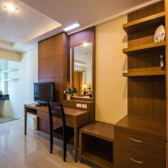Отель The Platinum Suite сейф в номере