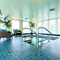 Отель Hampton Inn and Suites by Hilton, Downtown Vancouver Канада, Ванкувер - отзывы, цены и фото номеров - забронировать отель Hampton Inn and Suites by Hilton, Downtown Vancouver онлайн бассейн фото 3