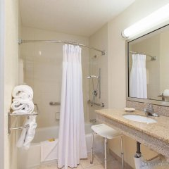 Отель La Quinta Inn & Suites San Diego SeaWorld/Zoo Area ванная фото 2