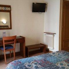 Отель Hostal Felipe V Испания, Мадрид - отзывы, цены и фото номеров - забронировать отель Hostal Felipe V онлайн удобства в номере фото 2