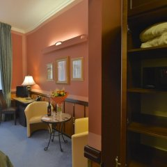 Отель Hastal Old Town Прага сейф в номере