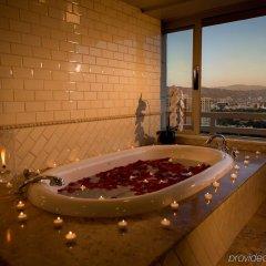 Отель InterContinental Los Angeles Century City at Beverly Hills США, Лос-Анджелес - отзывы, цены и фото номеров - забронировать отель InterContinental Los Angeles Century City at Beverly Hills онлайн ванная